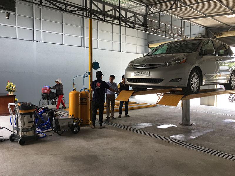 Khách hàng vào rửa xe được tư vấn tận tình quy trình rửa xe