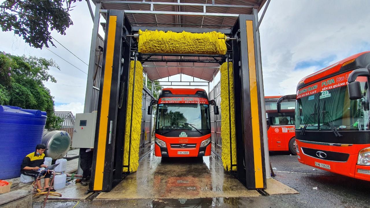 Máy rửa xe khách tự động
