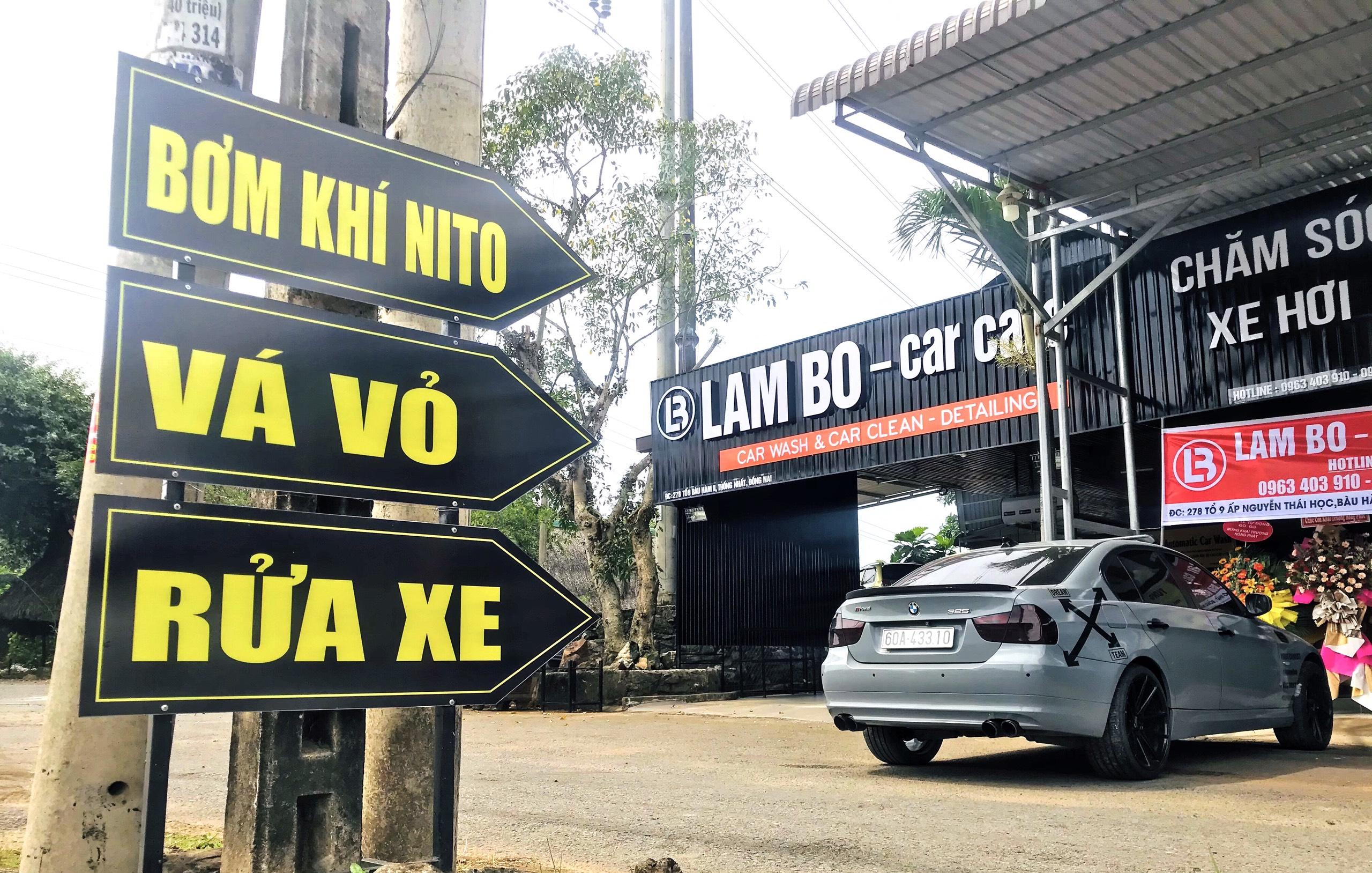 Tiệm rửa xe tự động
